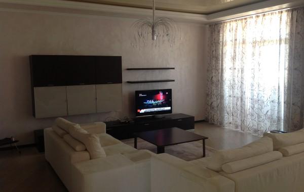 Срочно! Продается 4-х комнатная квартира по ул. Ефремова, 13, г. Севастополь