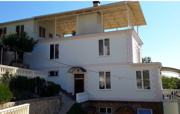 Продается новый, трехэтажный дом на ул. Кирова в Балаклаве