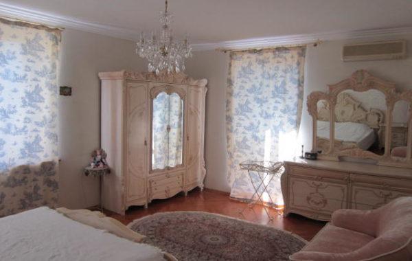 Продается 3-х комнатная квартира в центре на ул. Очаковцев 39, г. Севастополь