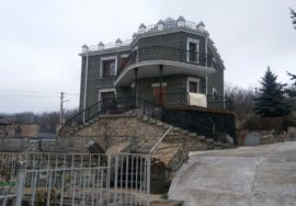 Продается 3-х этажный дом в с. Передовое в Байдарской долине