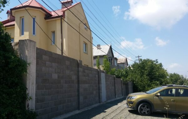 Продается 3-х этажный дом на 7 км в г. Севастополе на Античном бульваре, 48
