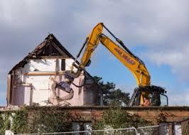 Три случая, когда загородный дом могут снести