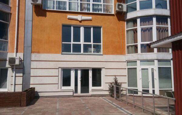 Продается видовое нежилое помещение c террасой 101 м.кв. в ЖК Дарсан-Палас, г. Ялта