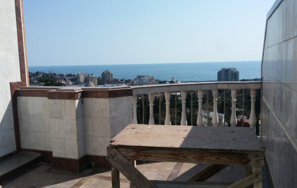 Продается видовое нежилое видовое помещение c террасой 102 м.кв. в ЖК Дарсан-Палас, г. Ялта