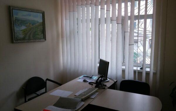 Сдается в аренду офисное помещение 11 м.кв. с ремонтом на ул. Репина 15, г. Севастополь