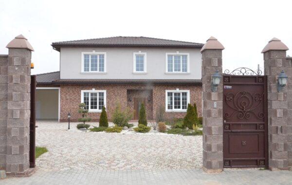 Продается 2-этажный дом 293 кв. м на ул. Ирисовой (Камышовое шоссе), г. Севастополь