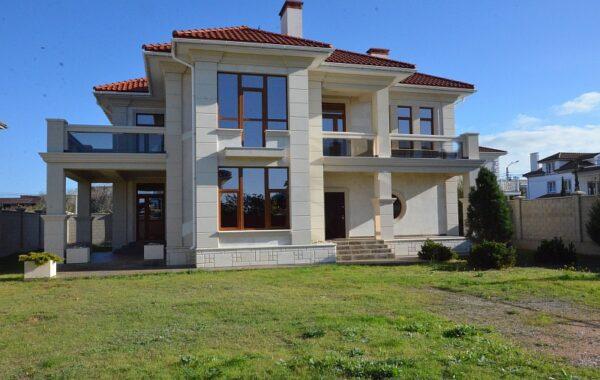 Продается дом 300 кв. м на берегу моря на ул. А. Первозванного в Севастополе